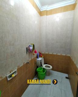 Kamar Mandi Rumah 2 Lantai Semi Furnished 3 Kamar Tidur di Komplek Bumi Asri Jalan Asrama Pondok Kelapa Helvetia Medan