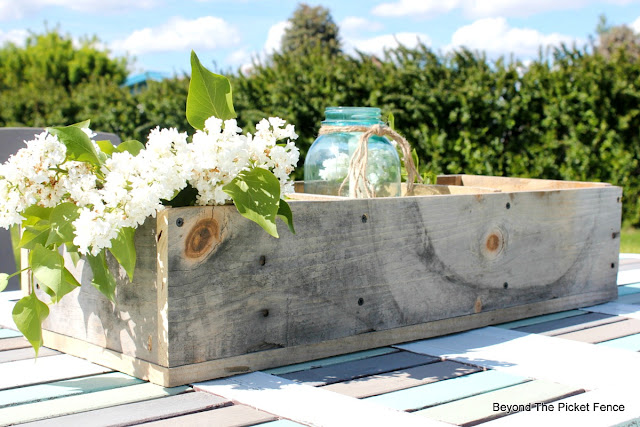 crate, rustic, pallet wood, weathered, salvaged, http://bec4-beyondthepicketfence.blogspot.com/2016/06/weathered-wood-pallet-crate.html