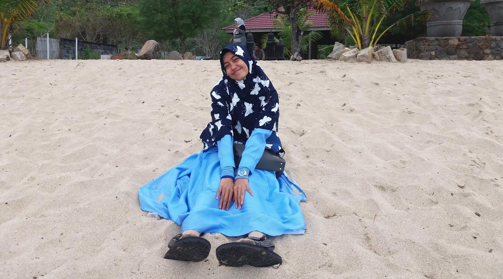 Alda Henidar Yuristia - Wisata ke Pantai Wane Nusa Tenggara Barat