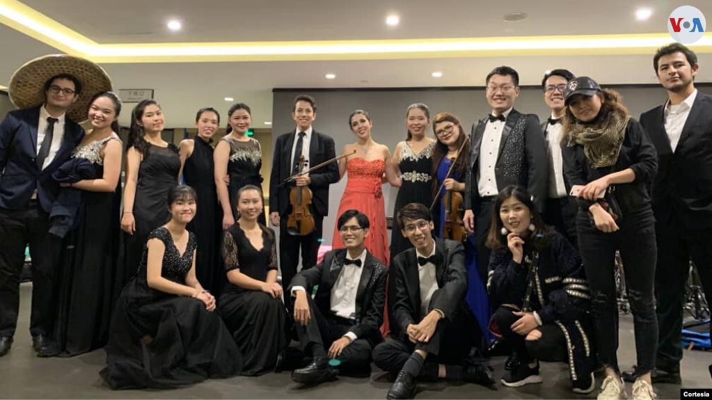 Tres estudiantes de música de Colombia que viven desde hace dos años en la ciudad de Chengdu, China, permanecen en cuarentena por el coronavirus mientras claman al gobierno por ayuda para regresar al país / RRSS