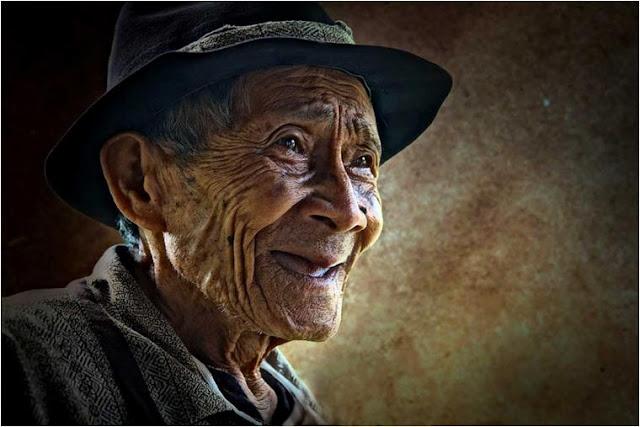 Siapa Orang Yang Paling Bahagia Ketika Kita Bahagia