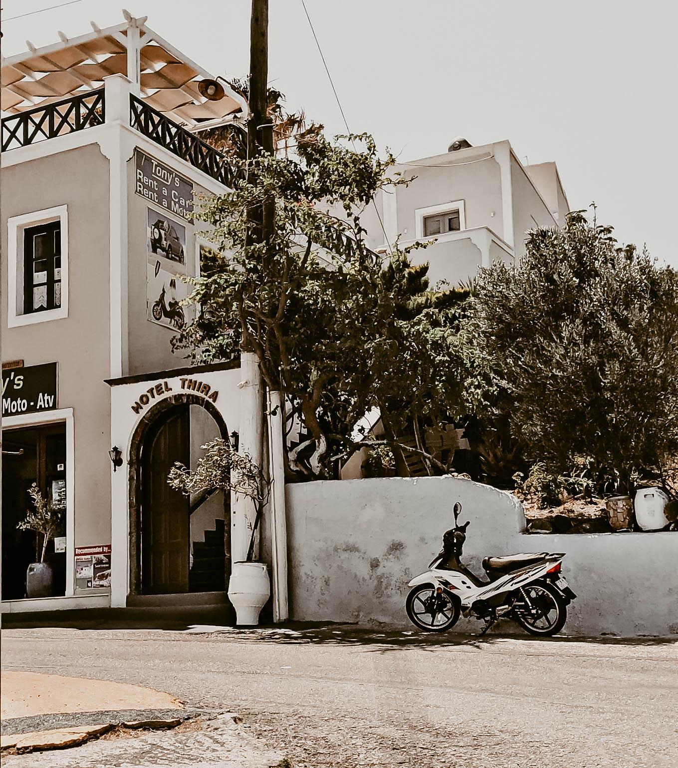 petite-women-fashion-mykonos-greece-reflecting-on-2019-bye2019