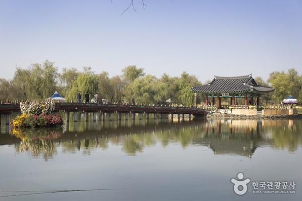 สระกุงนัมจี (Gungnamji Pond)