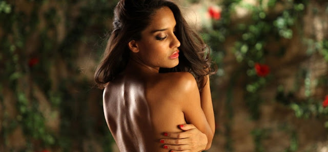 16 Bollywood Actresses Who Went Topless On Screen