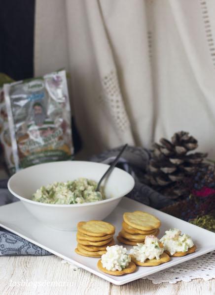 Galletas Mariñeiras con ensalada de gambones y aguacate