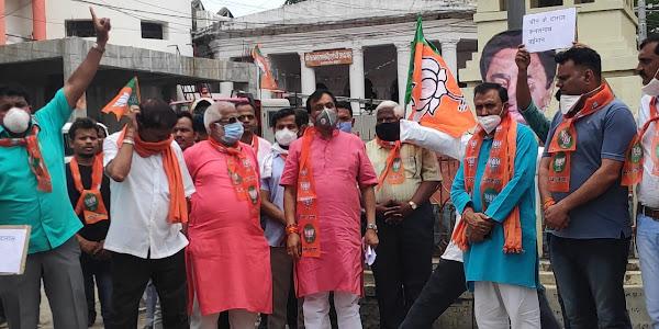 जिला भाजपा ने राजवाडा चौक पर पूर्व मुख्यमंत्री कमलनाथ का पुतला फुंका