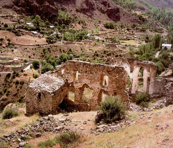Historic Greek village in northeastern Turkey left to crumble