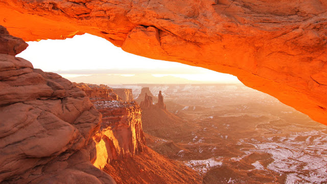 Mesa Arch overlooking canyonlands