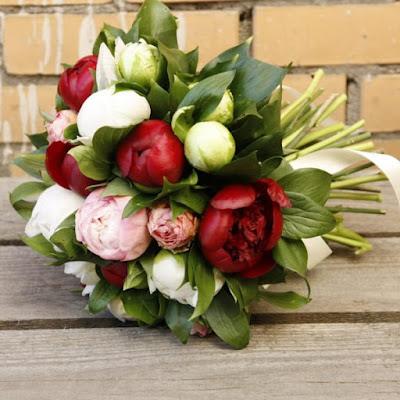 https://centre-flower.ru/bukety-s-pionami.html
