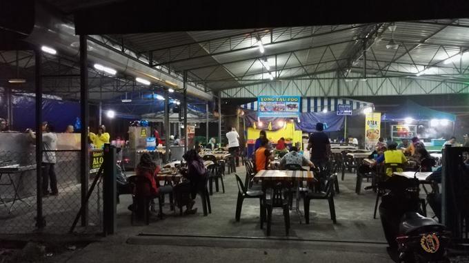 Kedai Makan Along Char Kue Teow Parit Buntar