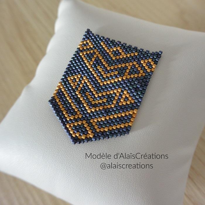 pendentif alais creations, tissage brickstitch, perles miyuki delicas, par hellocestmarine