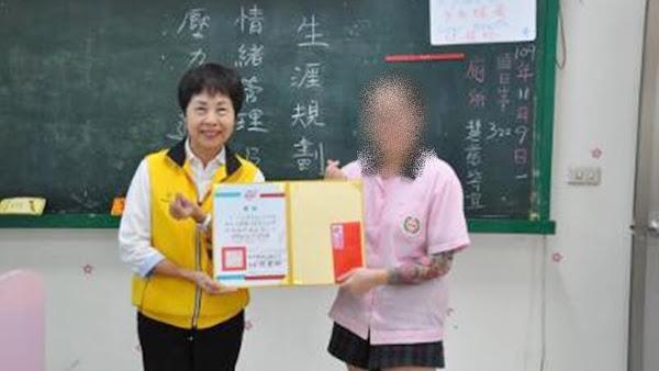 誠正中學彰化分校逆風少女 鎮長盃閱讀寫作賽奪冠