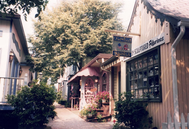 photograph of shops in Gettysburg