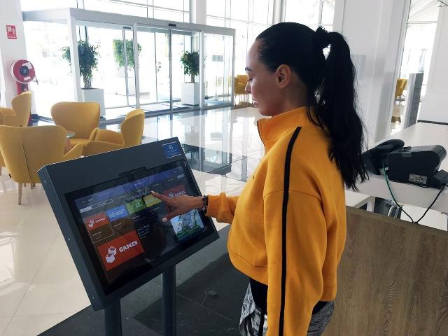 Grupo Piñero apuesta por la transformación digital con una pulsera inteligente para agilizar la gestión y mejorar la experiencia de usuario