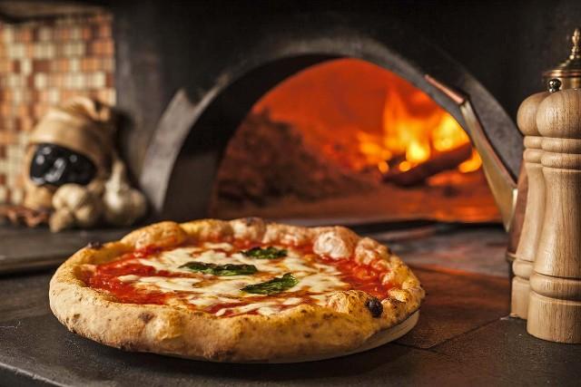 napoli-pizza-forno-legna-poracci-in-viaggio
