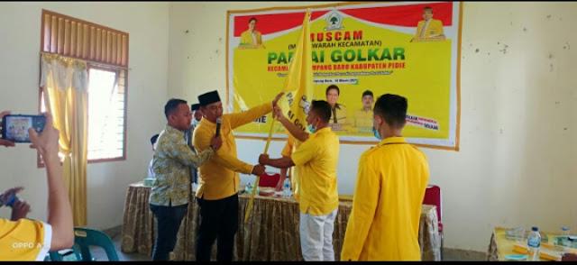 Ketua DPD II Partai Golkar Kabupaten Pidie,  Teuku Saifullah.TS, saat melantik Ketua Gokar Kecamatan Glumpang Baro,  Minggu (14/3/2021).