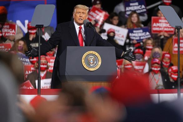 Ông Trump một ngày đến 5 điểm, vận động tranh cử đến giờ chót