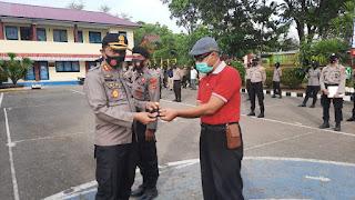 Peduli Covid-19, Kapolres Pangkep bagikan masker pada Anggotanya
