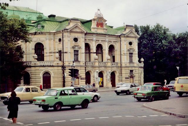 1990-е годы. Рига. Угол улицы Кр. Валдемара и бульвара Кронвальда. Латвийский Национальный театр