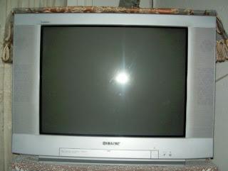 تلفاز قديم ابو خلفية كبيرة