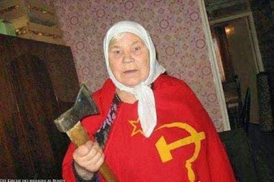 Lustige sowjet Oma Bilder mit Axt