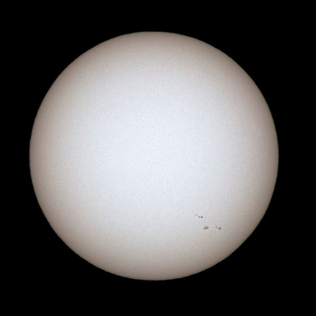 Some sunspots in this 600 mm DSLR image (Source: Palmia Observatory)