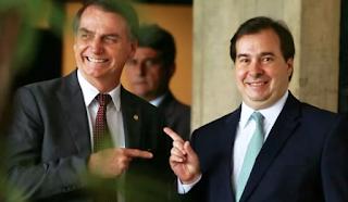 COM O CENTRÃO, BOLSO TENTA SALVAR OS FILHOS E A SI MESMO