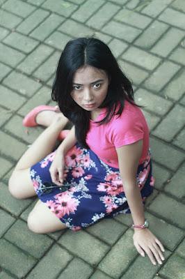 cewek dan model manis makassar pamer paha mulus dan seksi di Pantai Akkarena Makassar