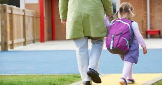 TEGAS! Sekolah Dilarang Jual Seragam dan Buku Kepada Siswa Baru
