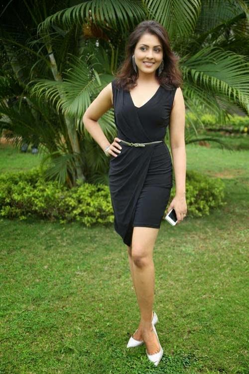 Madhu Shalinis Latest Latest Photoshoot In Black Mini -5320