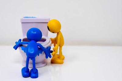 Jak odetkać zatkany zlew lub toaletę. Domowe sposoby na udrożnianie rur