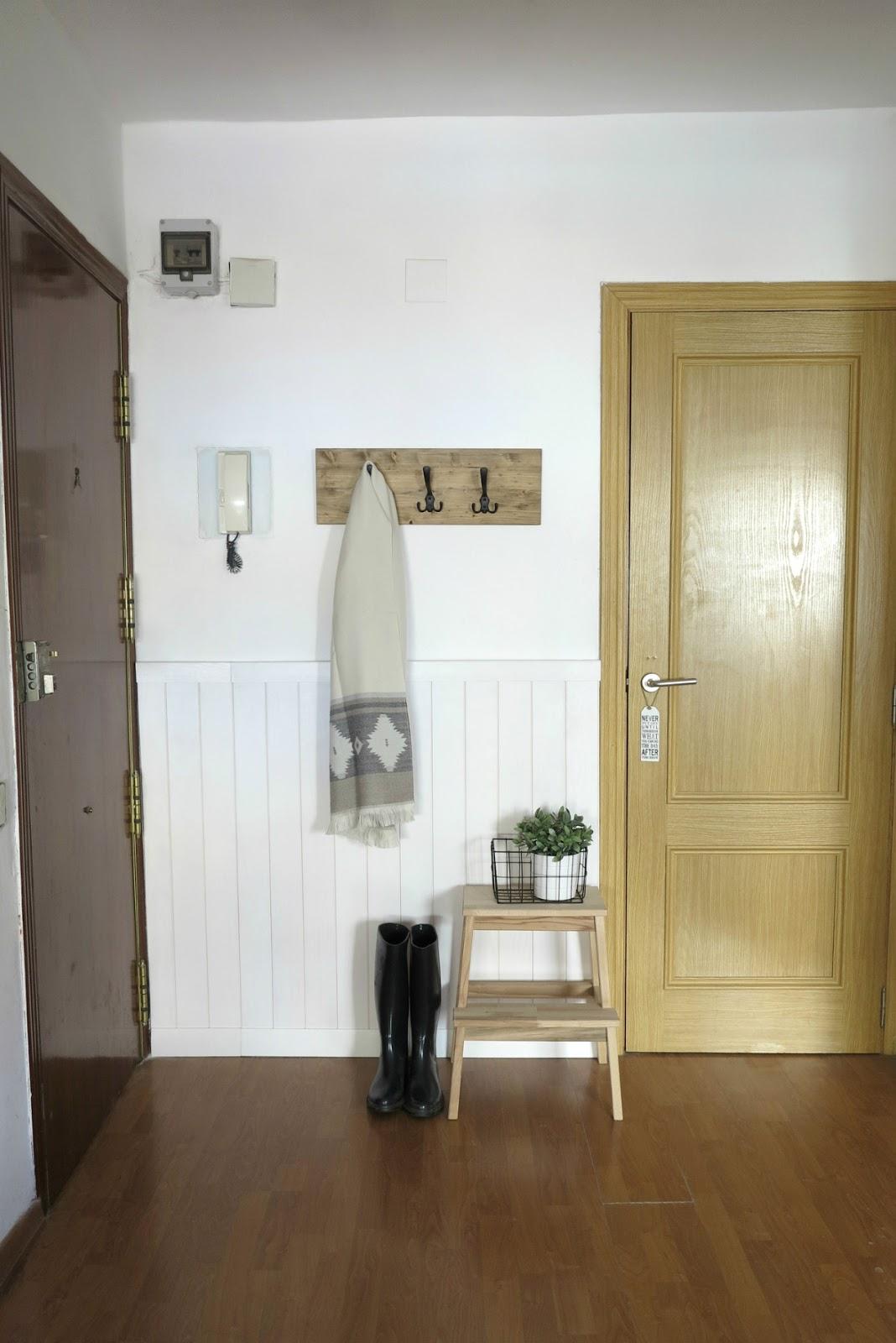 Rocco En Mi Sofa Renovando La Entrada De Casa Y Diy Perchero Rústico