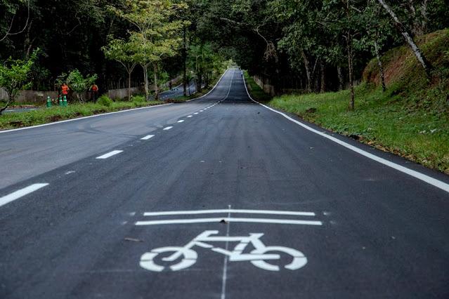 Prefeitura revitaliza trecho de ciclofaixa entre a Estrada do Belmont e Avenida Jorge Teixeira