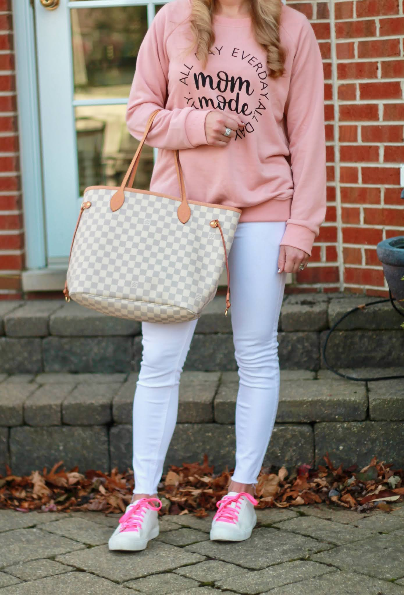 pink graphic sweatshirt, casual fall outfit, mom mode sweatshirt, white denim in fall, white sneakers, houndstooth baseball hat