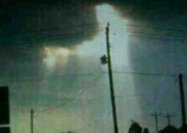 """Foto """"Penampakan Yesus"""" di Solo Meresahkan Keberagamaan/ suarapembaruan.com"""