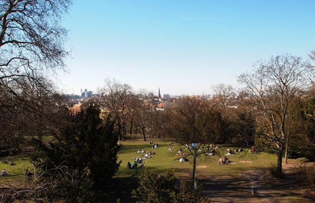Frühlingsgefühle, Kreuzberg, Berlin, Wiese, Menschen, Freizeit