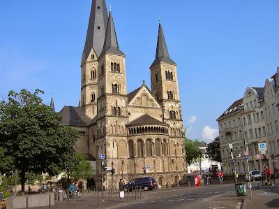 La Basílica  Bonn,  Colegiata de Bonn, Münster Bonn, Bonn, Alemania, round the world, La vuelta al mundo de Asun y Ricardo, mundoporlibre.com