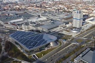 BMW Welt y Torre BMW desde el Olympiaturm.