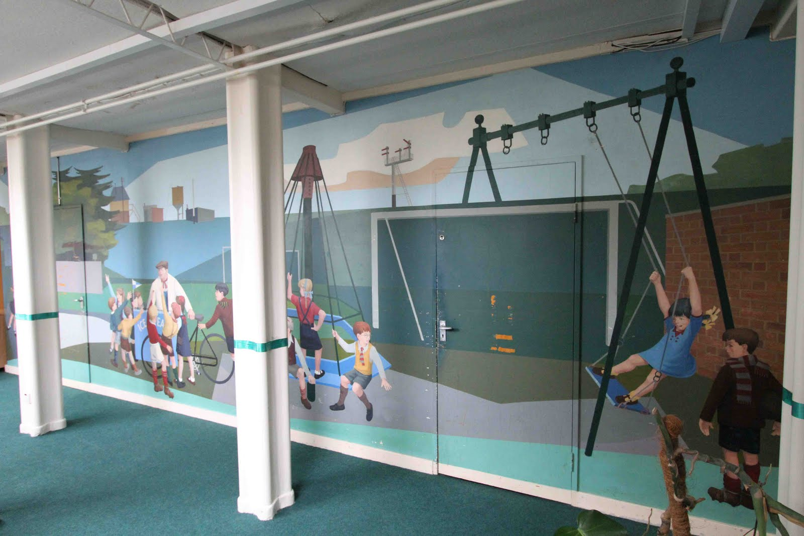 The Decorated School: Strathmore Infants, Hitchin A mural in