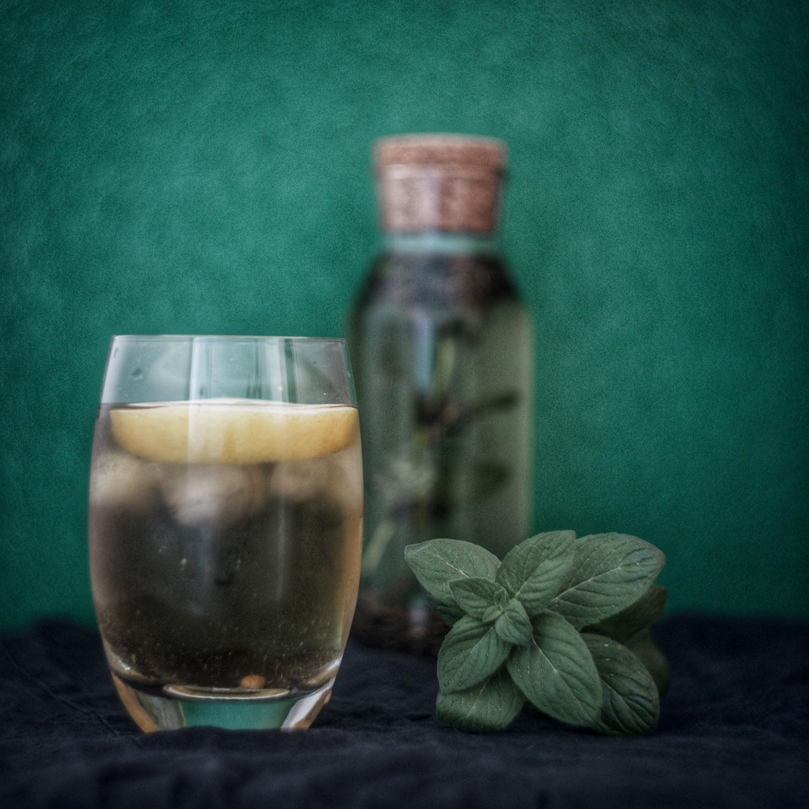 Co pić zamiast gazowanych napojów w upał