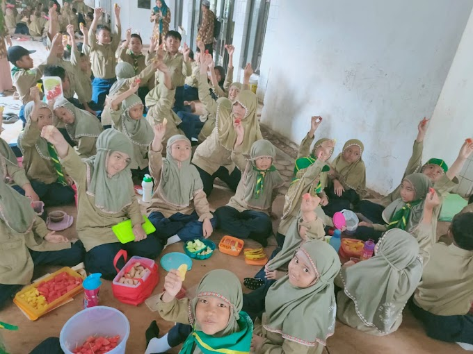 Peringati Hari Gizi Nasional, SD Muhayya Banjarbaru Gelar Rujak Party