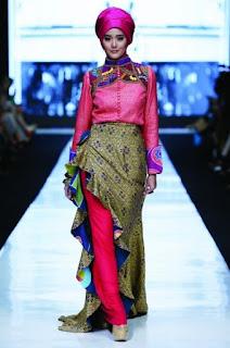 Baju batik muslim kreasi dian pelangi