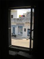 Notre maison vue de l'intérieur du temple de Brahma