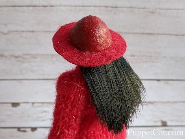 Шляпа для куклы из фетра и влажных салфеток