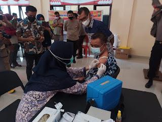 Wabup Barru, Lolos Screening lalu Terima Vaksin Covid-19