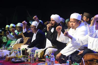 Ribuan Jamaah di Metro Kibang Ikuti Sholawatan Bersama Habib Syech