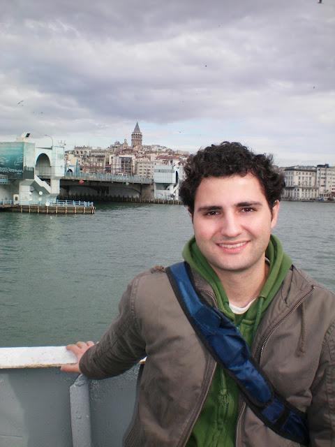 La torre Galata vista desde un ferry en Estambul