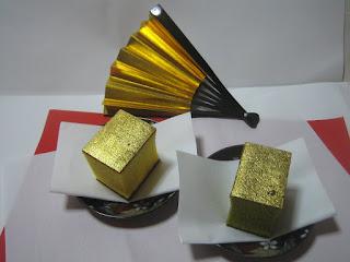 踊り用の金の扇子