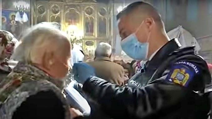 Razie în timpul slujbei de duminică. Mai mulți credincioși au plecat de la biserică cu amenzi pentru nerespectarea restricțiilor de pandemie