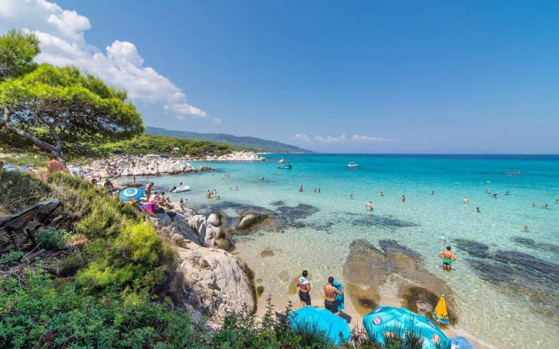 Οι 10 κορυφαίες παραλίες της Χαλκιδικής  για τις πρώτες βουτιές!